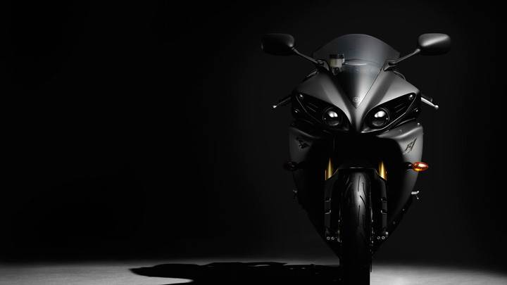2012 Yamaha YZF-R1 Stylish Front Pose In Black